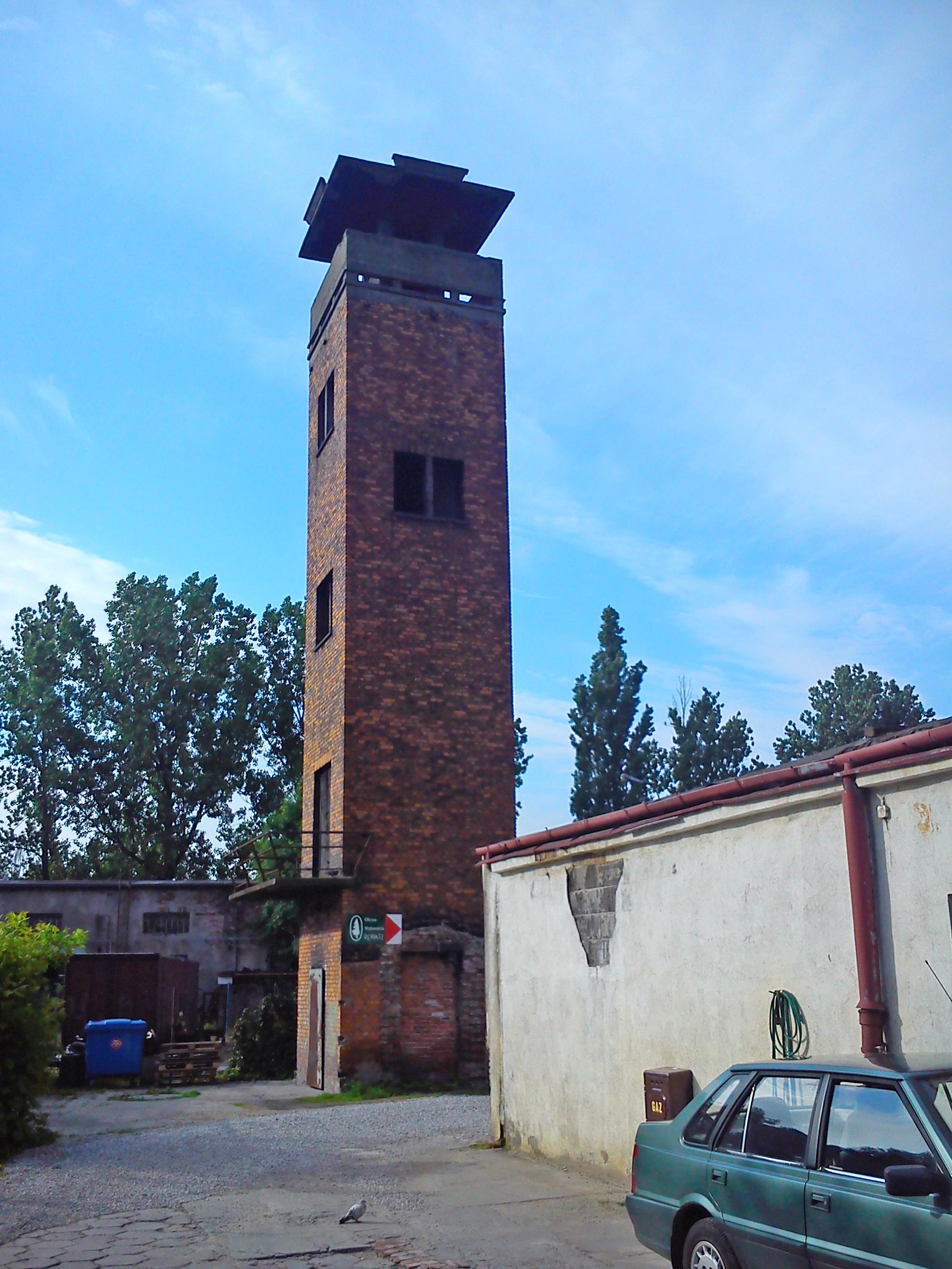 wieża z drogowskazem